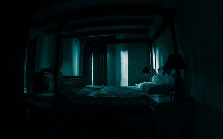 Horror story from Berlin, with a creepy bedroom scenery.